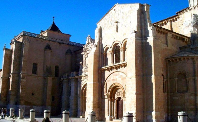 Fachada de la Colegiata de San Isidoro | Foto: David Fernández