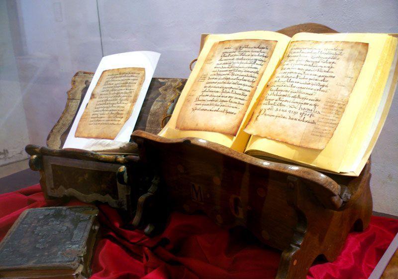 Facsímil del manuscrito 60 y las glosas emilianentes | Foto: David Fernández