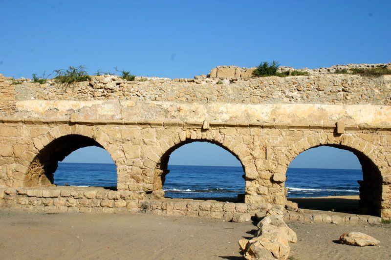 Restos del acueducto romano en Cesarea   Foto: Turismo de Israel