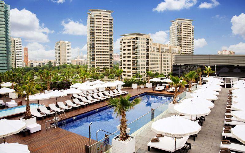 Piscina del Hilton Diagonal Mar Barcelona