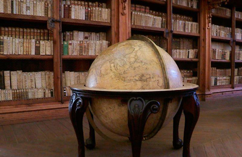 Bola del mundo en la Biblioteca de la Universidad de Salamanca | Foto: Beatriz de Lucas Luengo