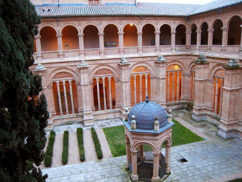 El claustro de San Esteban de Salamanca