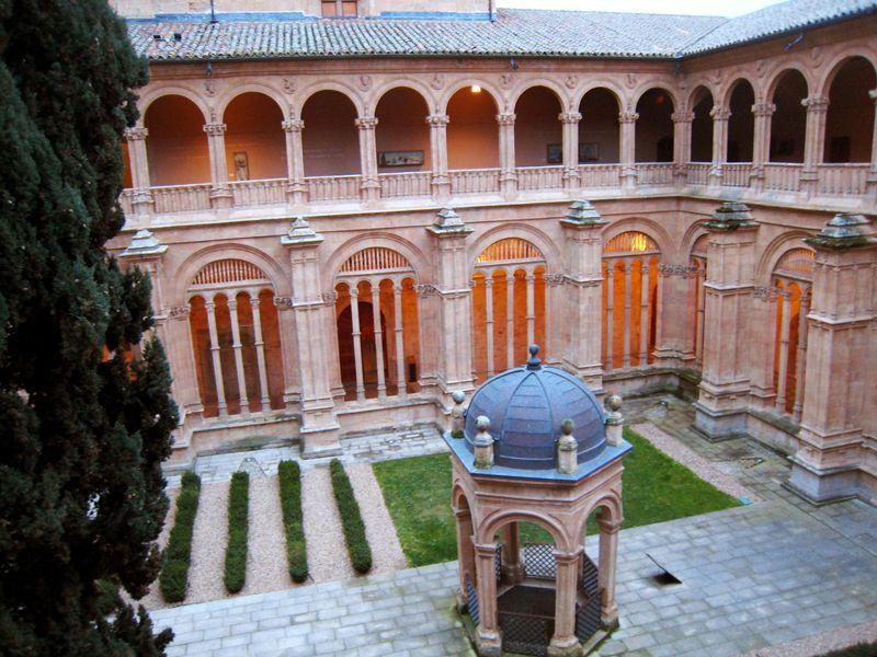 El claustro de San Esteban de Salamanca, visto desde el piso superior | Foto: Beatriz de Lucas Luengo