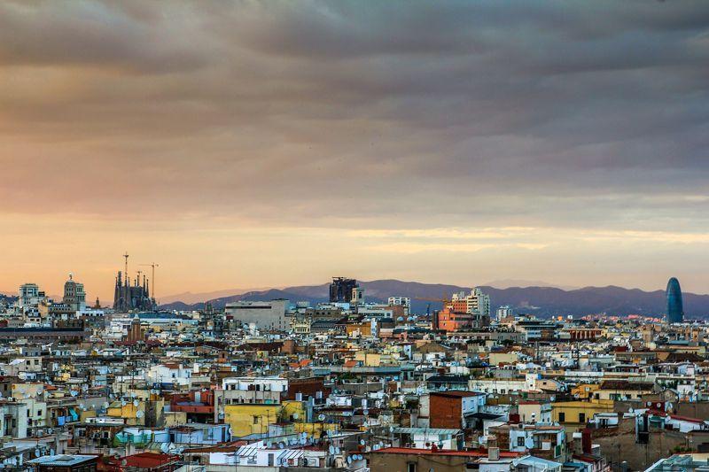 Vista panorámica de la ciudad de Barcelona | Foto: JoaquinAranoa para Pixabay