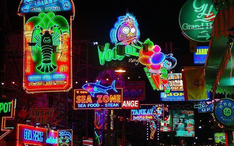 Luces de neón en Pattaya (Tailandia) | Foto: Jorisamonen para Pixabay