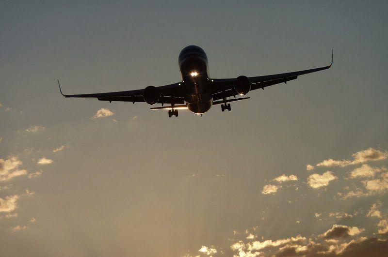 Avión aterrizando   Foto: Pixabay