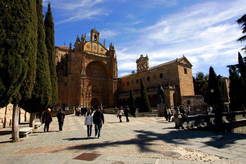 Portada de acceso a San Esteban de Salamanca | Foto: Salamanca Turismo