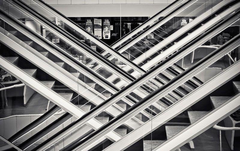 Escaleras en un centro comercial | Foto: Pixabay