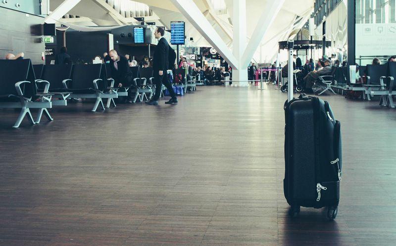 Maleta perdida en un aeropuerto | Foto: StockSnap para Pixabay