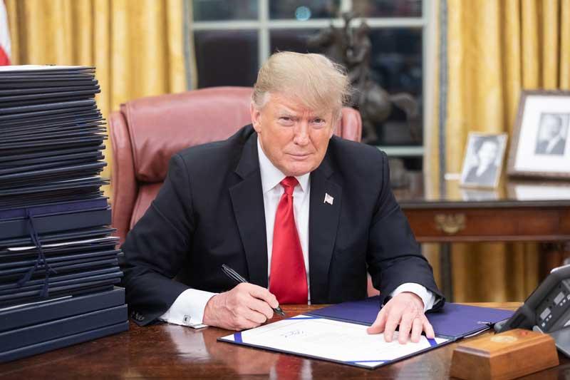 Donald Trump en el despacho oval | Foto: White House