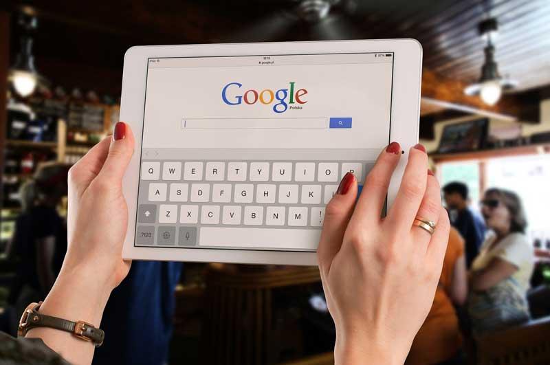 Google limita el negocio de Expedia, Booking o Tripadvisor