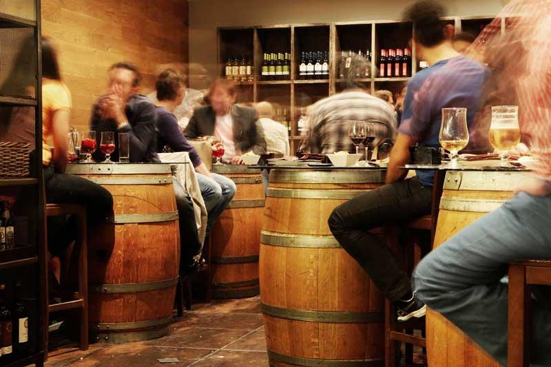 Covid-19: hoteles, bares y restaurantes en España, a medio gas desde julio